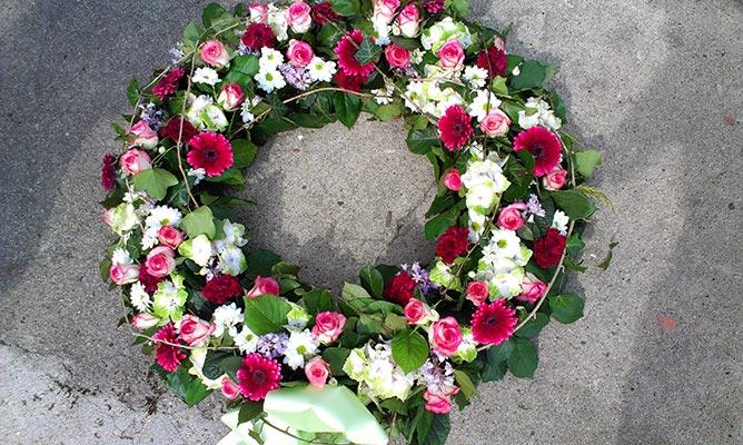 Trauerfloristik Blumen Fur Einen Wurdevollen Abschied La Flora